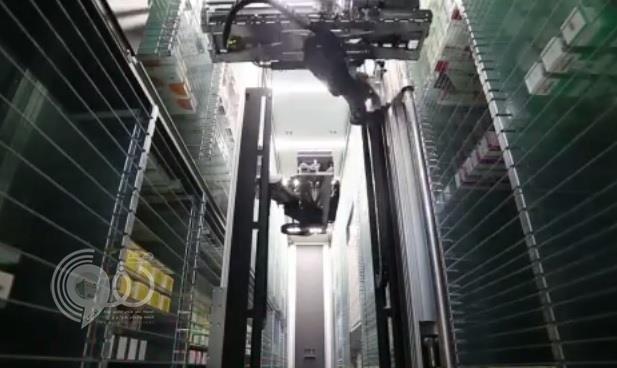 بالفيديو.. الإمارات تطلق أول صيدلية تعمل بالروبوتات