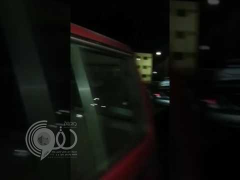 شاهد لحظة القبض على سائق سكران وبحوزته شنط وملابس نسائية