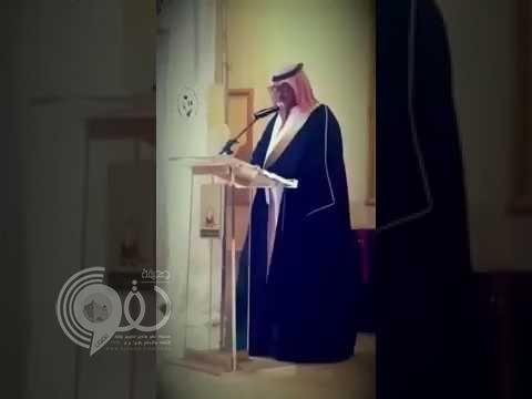 بالفيديو: شاهد موقف طريف جداً لمعلم أثناء إلقاء كلمته في حفل تقاعده