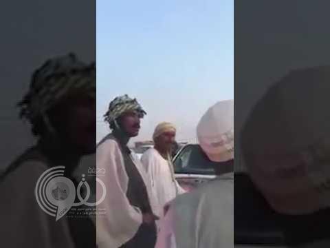 شاهد ردة فعل سودانيين تجاه سعودي صدم سيارة صديقهم وإصرار الأخير على أخذ تعويض!