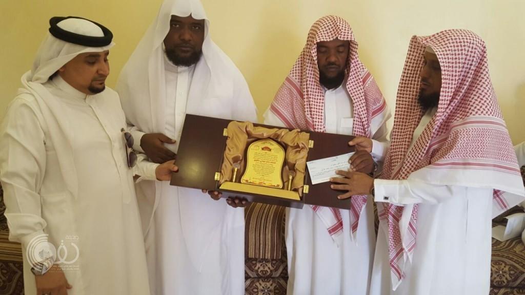 """بالصور .. """"جمعية بر الحقو"""" تزور أسرة الشهيد """"محمد الحقوي"""""""