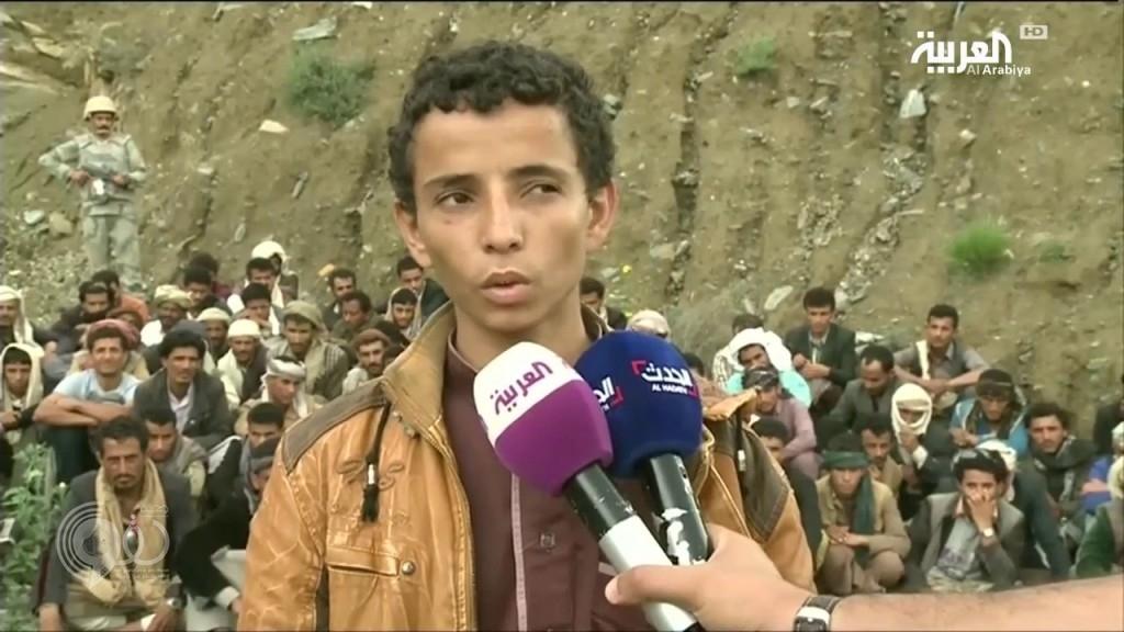 بالفيديو.. نزوح المئات من أهالي صعدة إلى الأراضي السعودية بعد دفع مبالغ مالية للحوثيين