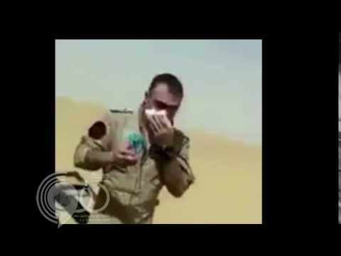 """هكذا أنقذ """"راعي الإبل"""" طيار التحالف بعد سقوط مروحيته .. """"فيديو"""""""