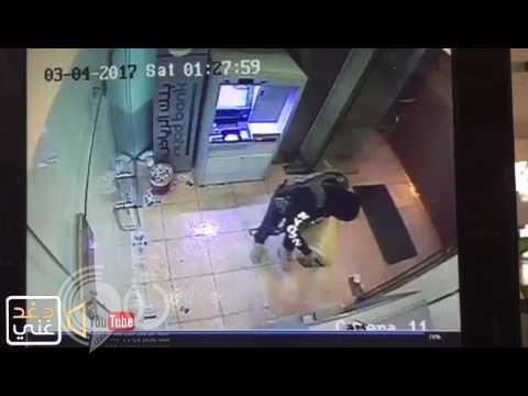 شاهد فيديو يوثق لحظة سكب البنزين وإشعال النيران فى بنك القطيف