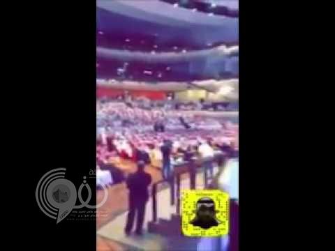 """بالفيديو ..كيف احتفت الجماهير بعودة الأمير الشاعر """"عبدالرحمن بن مساعد"""" بعد غياب 14 عام !"""