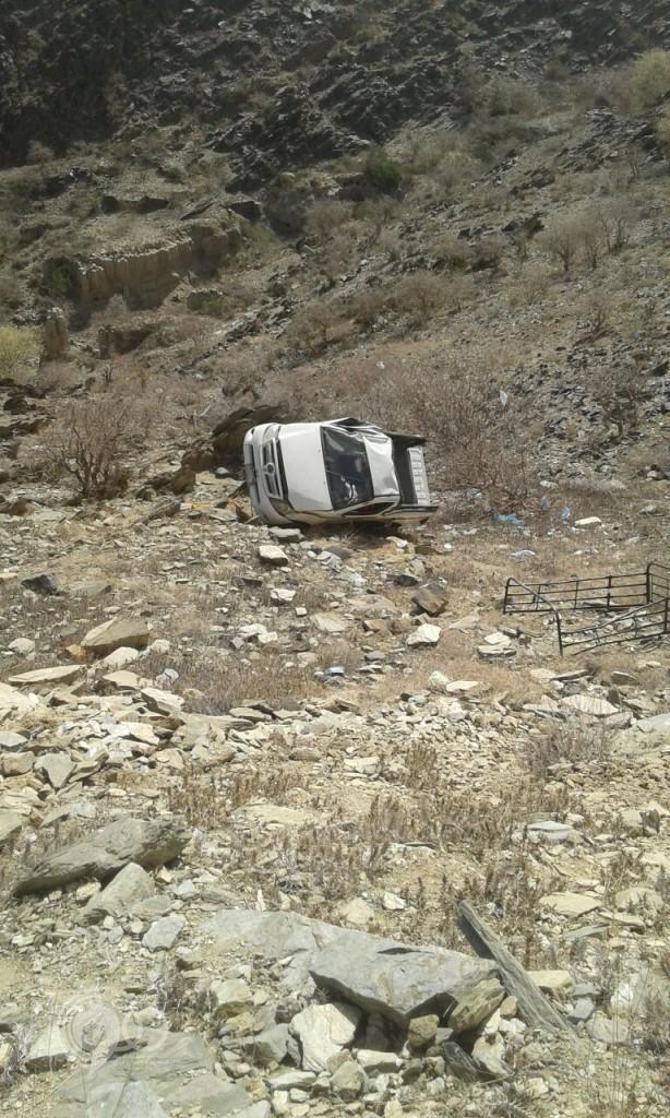 سقوط مركبة من قمة جبل ماغص بمركز الحقو في ظروف غامضة – (صورة)