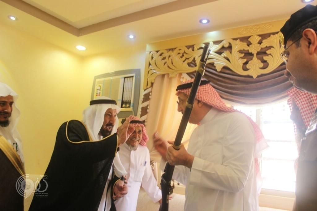 """شاهد بالصور """"أمير جازان"""" في زيارة خاصة لشيخ قبيلة المشيفي بمحافظة الريث"""