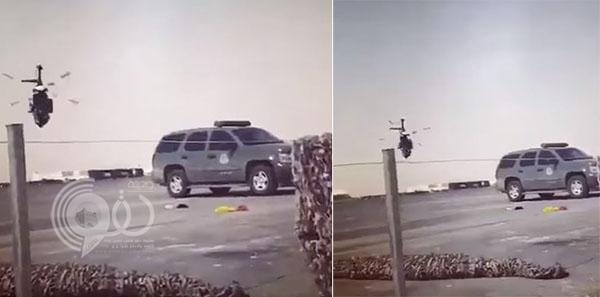 شاهد: ليس مشهد سينمائي.. طيار سعودي يحلق بـ هليكوبتر على مستوى منخفض جداً