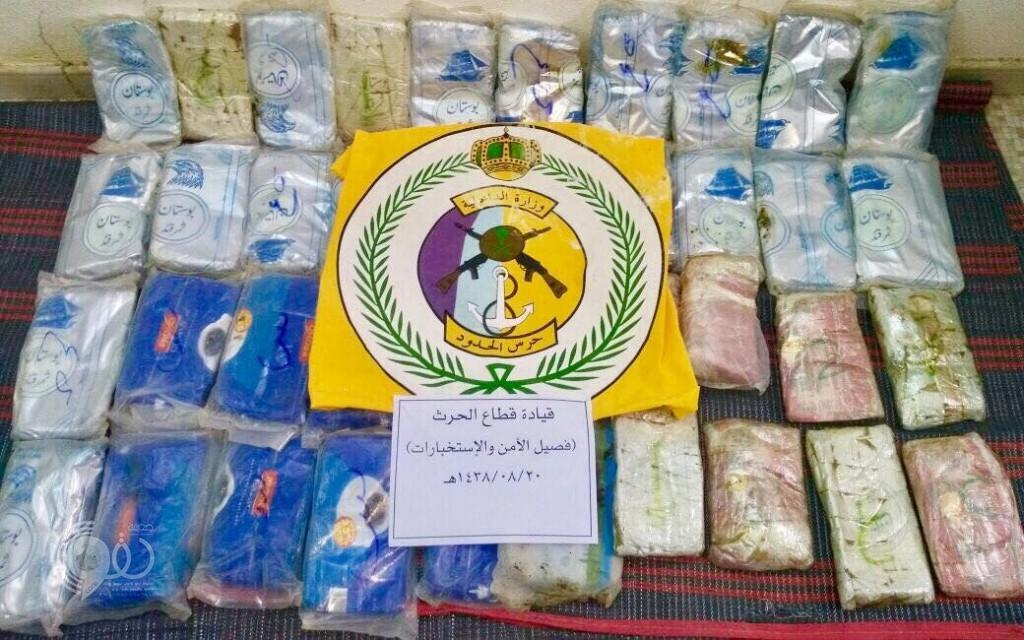 بالصور.. إحباط تهريب 411 كلغم حشيش مخدر والإطاحة بـ 14 مهربًا في المناطق الجنوبية