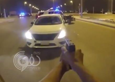 بالفيديو.. مطاردة مثيرة بين شرطة الرياض ومطلوبين تنتهي بإيقافهما والقبض عليهما