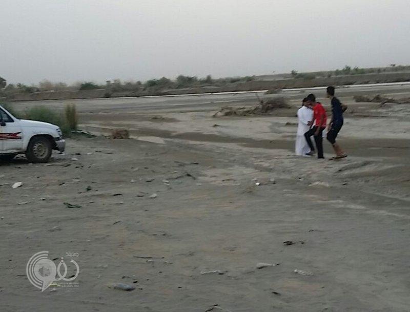 بالفيديو .. شاهد حصيلة أمطار جازان: انهيار جسر وانقطاع طرق ومياه تغمر الشوارع