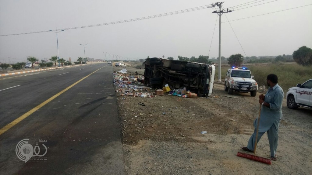 بالصور حادث على طريق الحقو-الريث ولا اصابات
