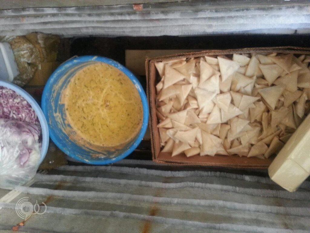 بلدية صبيا تداهم مواقع عشوائية وتصادر (559 كجم ) من الأغذية قبل توزيعها بالأسواق