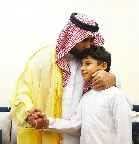 نائب أمير منطقة جازان يعزي أسرة الرقيب الغزواني ويوجه رسالة لإبنه .. صور