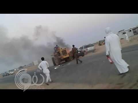 """فيديو: تصرف بطولي لمصري يُنقذ حياً سكنياً بتبوك .. وهذا ما كتبه """"المدني"""" فجراً عنه"""