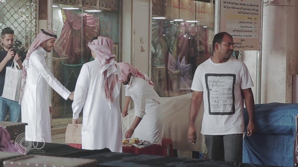 بالفيديو .. وزارة الصحة تبيع الألعاب النارية !!