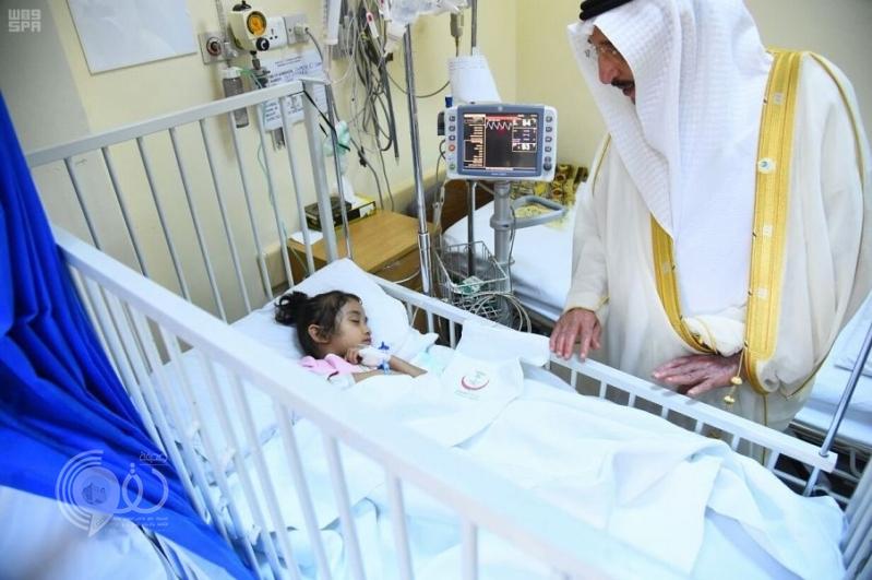 بالصور.. أمير جازان ونائبه يعايدان المرضى بمستشفى الملك فهد