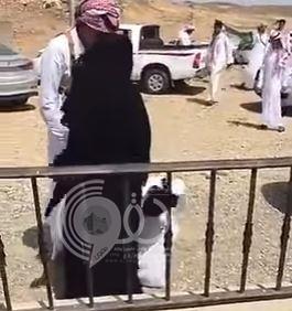 بالفيديو والصور : شاهد كيف كان استقبال الأم لابنها الغامدي الذي بترت يده في الحد الجنوبي