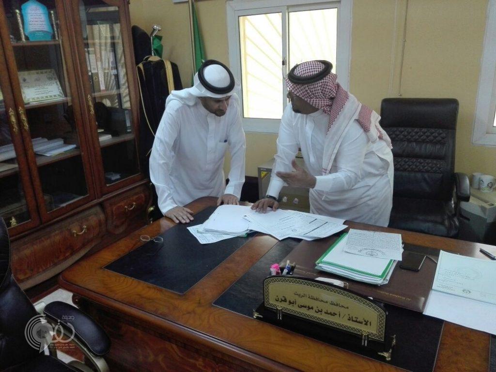 محافظ الريث يبحث مع رئيس البلدية المشاريع التنموية بالمحافظة .. صور