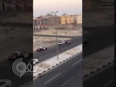 شاهد كيف انتهت مطاردة مثيرة بين دورية شرطة وهارب!