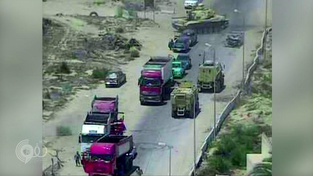 بالفيديو: مجند مصري يدهس سيارة مفخخة بالدبابة ويحبط محاولة تفجير أحد الأكمنة في سيناء