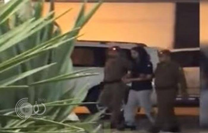 شاهد.. لحظة القبض على الأمير سعود بن عبد العزيز بأمر الملك سلمان