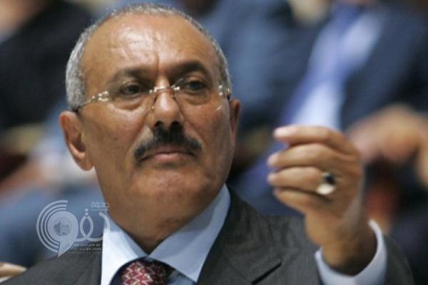 بالفيديو: المخلوع صالح يحضر جنازة قيادي قتله الحوثيون.. وهذا ما قاله عن تعرض نجله لرصاص مسلحين