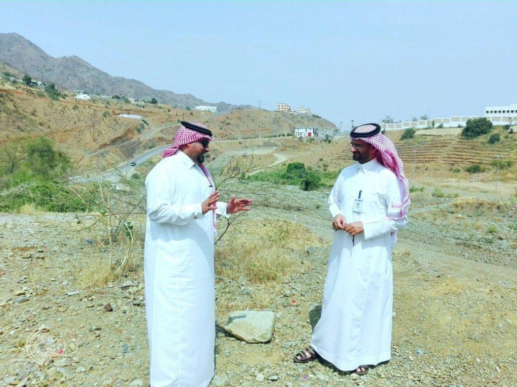 بالصور : محافظ ورئيس بلدية الريث ورئيس المجلس البلدي يقفون ميدانياً على المشاريع البلدية