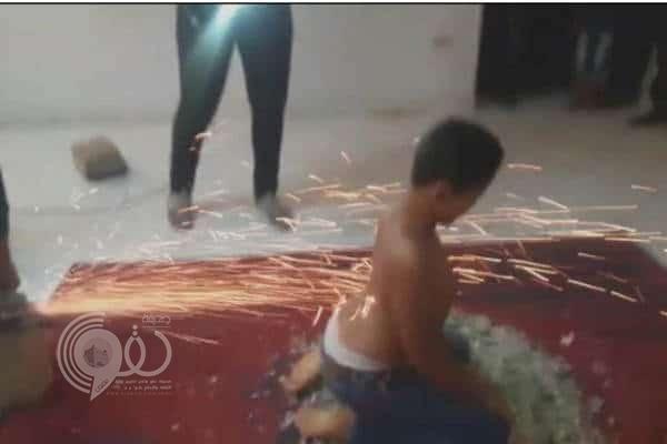 بالفيديو: طفل مصري خارق يجر السيارات ولا تحرقه النار