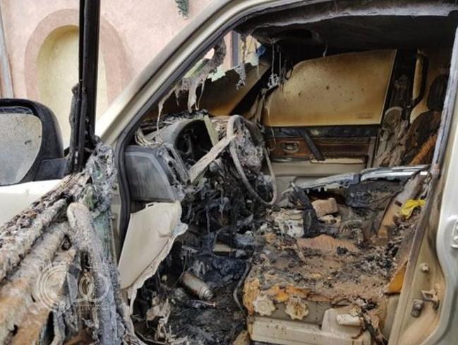شاهد مجهولون يشعلون النار في سيارة رئيس بلدية أحد المسارحة.. والشرطة تكثف البحث عنهم
