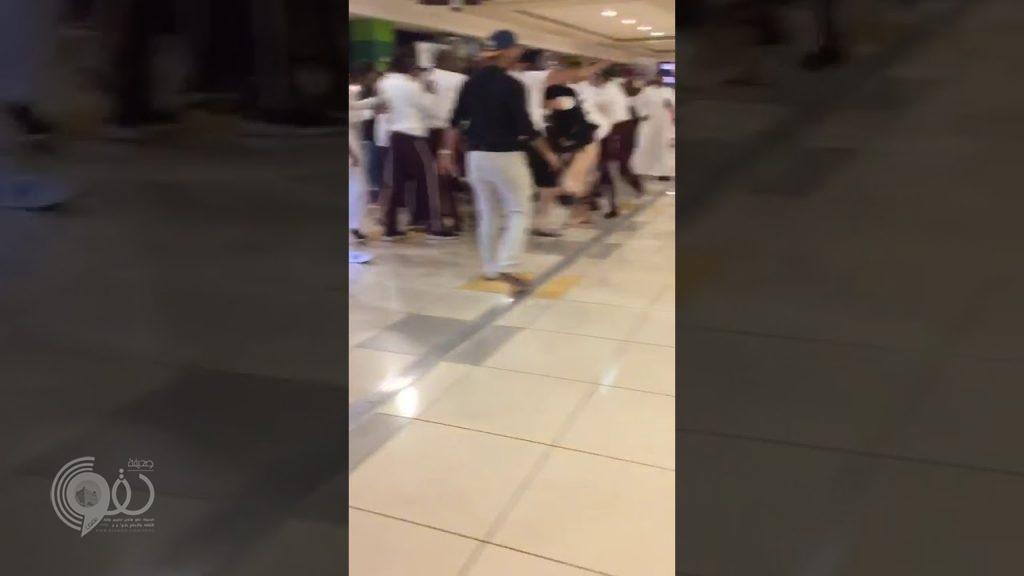 """شرطة جازان توضح حقيقة فيديو المضاربة العنيفة ب """"الراشد مول"""" – تفاصيل"""