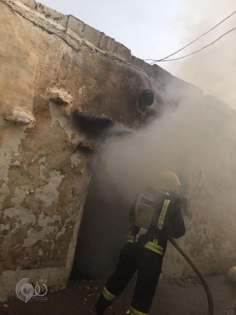 """عاجل .. """"مدني بيش"""" والاهالي يباشرون إطفاء حريق بمنزل مواطن بمركز الحقو"""