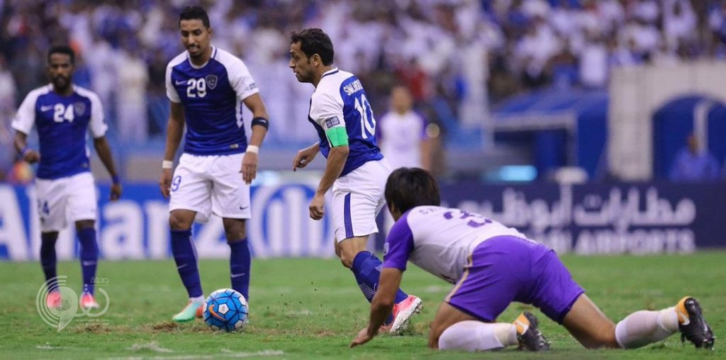 كبير مشجعي العين الإماراتي ينفذ وعده بعد خسارة فريقه أمام نادي الهلال السعودي (فيديو)