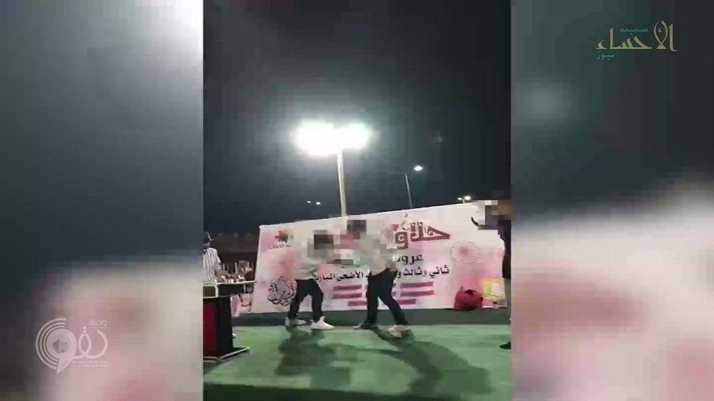 بالفيديو: عبث بالنعمة.. تكسير بيض وقطع يد بالسكين في إحدى فعاليات العيد بالأحساء