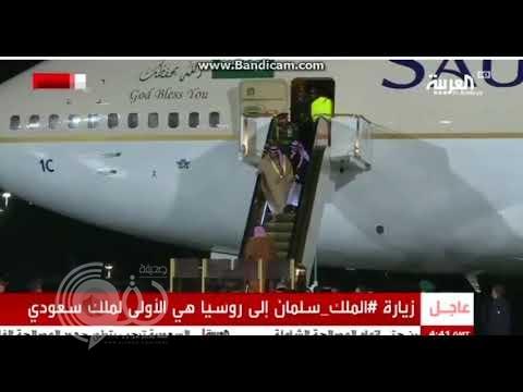 بالفيديو .. شاهد ردة فعل اللواء الفغم لحظة تعطل سلم الطائرة التي تقل الملك سلمان