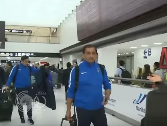 شاهد: لاعبو الهلال يخالفون ياسر القحطاني.. ويابانية تطارد اللاعبين في مطار طوكيو