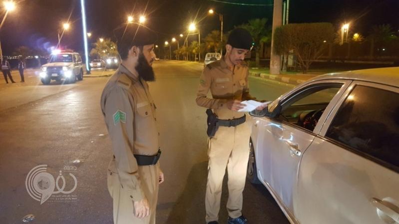 شاهد.. قات ومخالفات مرورية في حملة أمنية فى محافظة العارضة بجازان