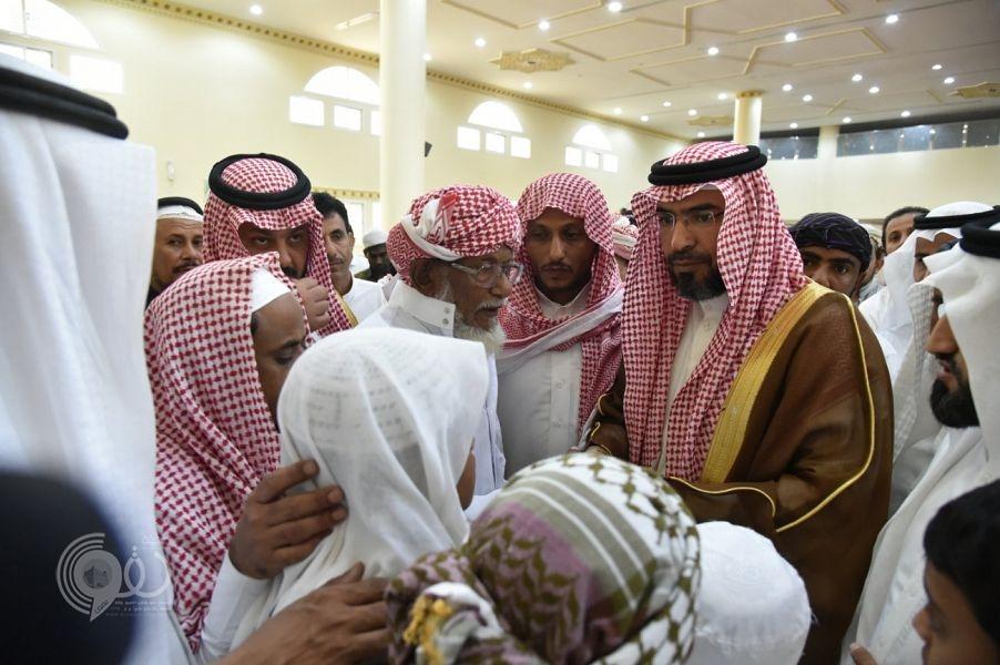 وكيل إمارة جازان يؤدي صلاة الميت على الشهيد خالد النخيفي