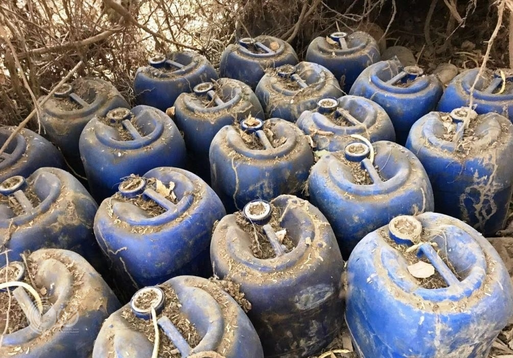 محافظة بيش : ضبط «153» جالون مسكر داخل مصنع تديره عمالة مخالفة