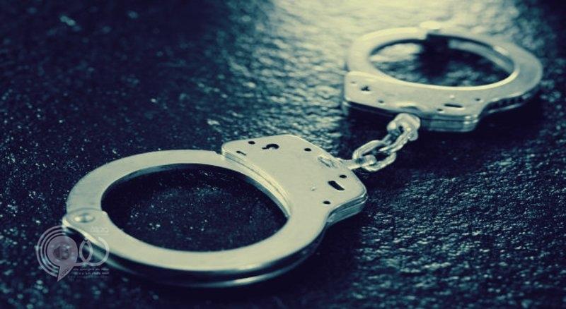 شرطة جازان تُطيح بعصابة سرقة قفزت على 30 منزلاً