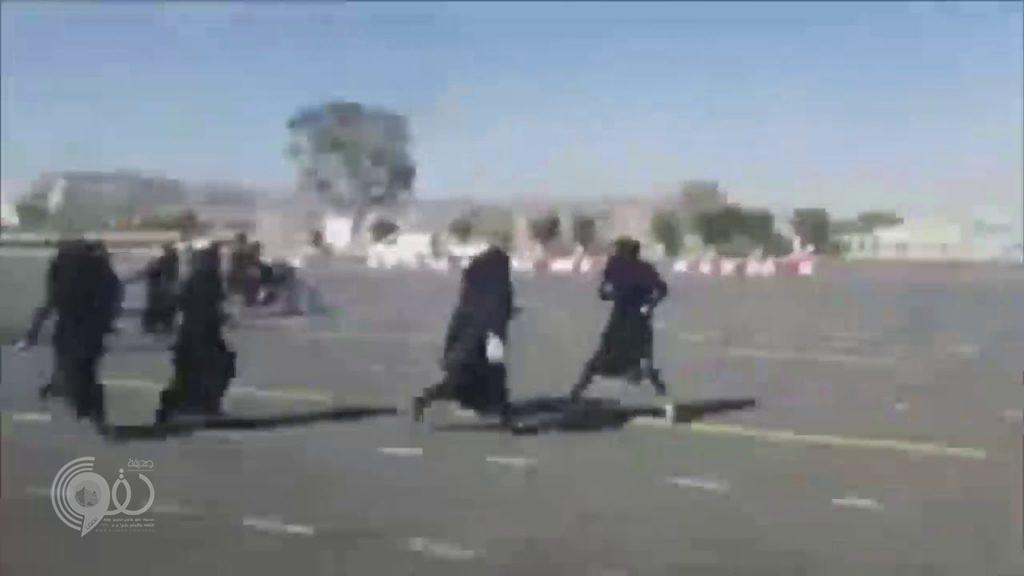 بالفيديو .. ميليشيات الحوثي تُطلق النار على تظاهرة نسائية في صنعاء