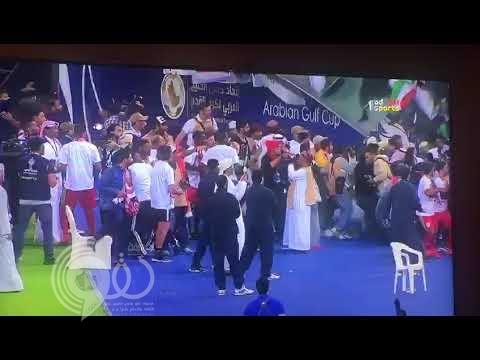 بالفيديو.. انهيار حاجز زجاجي يتسبب في سقوط العشرات من مشجعي منتخب عمان