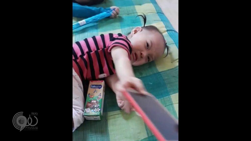 بالفيديو.. أم تعالج طفليها من إدمان الهواتف الذكية بطريقة مخيفة
