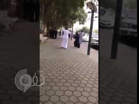 شاهد وصلة رقص لشاب وفتاة في شارع الفن بأبها.. فيديو