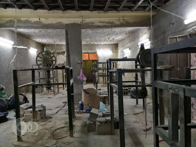 شرطة أبو عريش تضبط مصنعاً لإنتاج الشمة وتُطيح بـ3 وافدين يديرونه.. صور