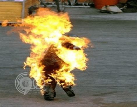 بعد أن أشعل النار فيه برمي سيجارة عليه .. الحكم على حارق زميله بـ «البنزين» في مكة !