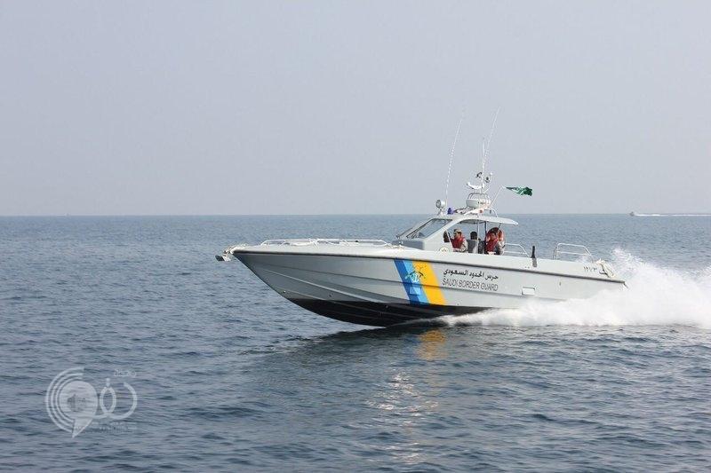 العثور على صيادَيْن تحطَّم قاربهما في عرض البحر بجازان