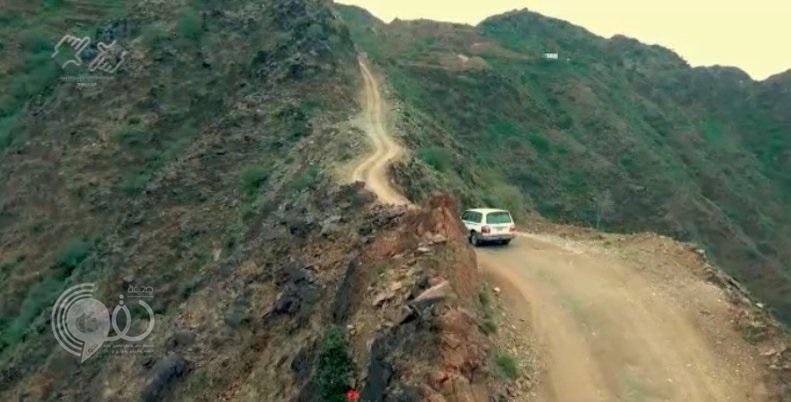 """شاهد من الجو طريق جبل """"صماد"""" الأخطر بجازان.. فيديو"""