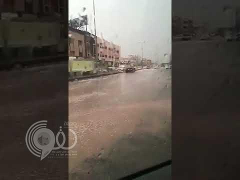 بالفيديو.. اختناقات مرورية بعد ارتفاع منسوب المياه في شوارع جازان