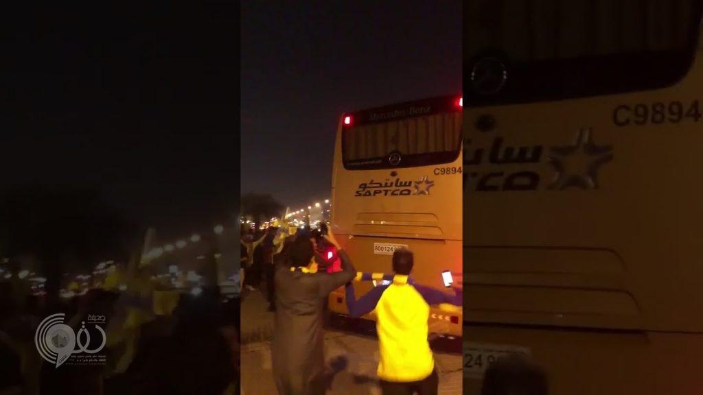بالفيديو.. جماهير نادي النصر تعتدي على حافلة اللاعبين